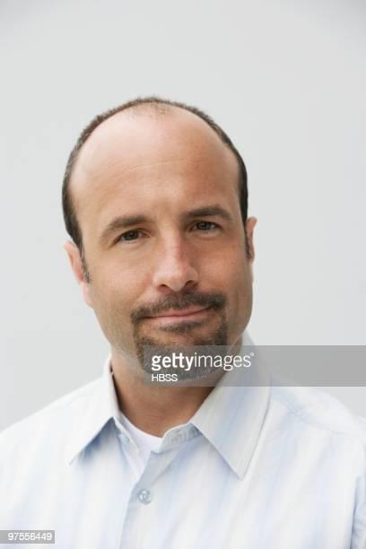 man smiling - solo un uomo maturo foto e immagini stock
