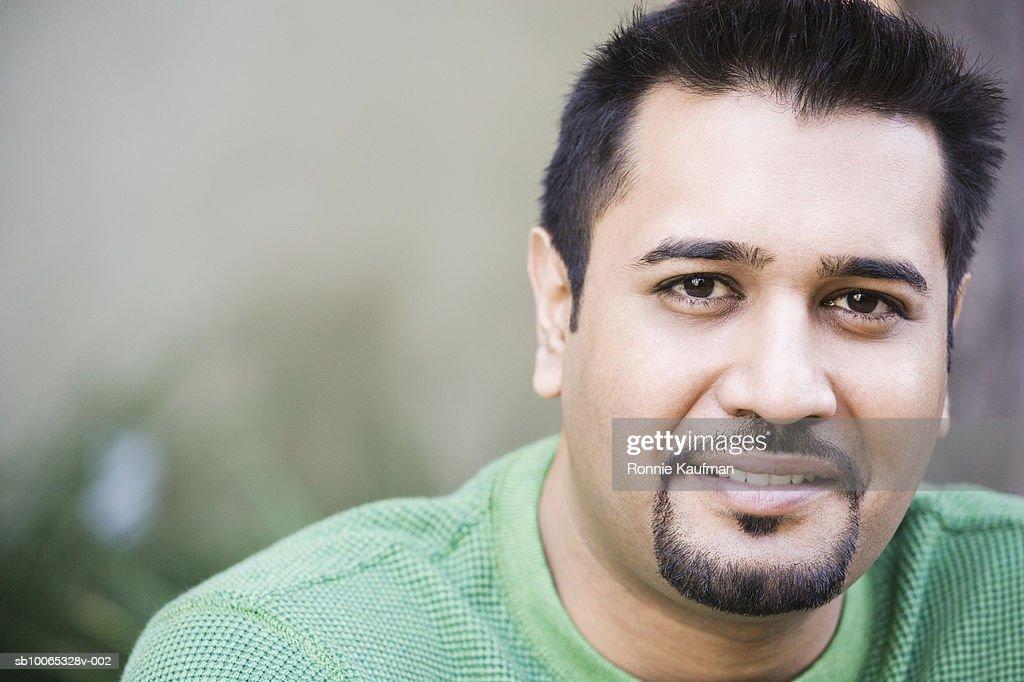 Man smiling, portrait, close-up : Foto stock