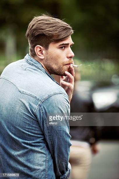 Mann Rauchen Zigarette