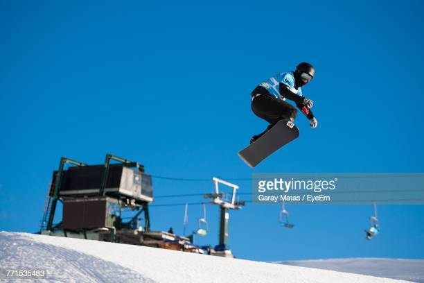 man snowboarding against sky - bariloche stock pictures, royalty-free photos & images