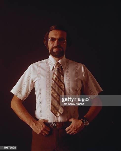 man standing against black background, close-up - overhemd en stropdas stockfoto's en -beelden
