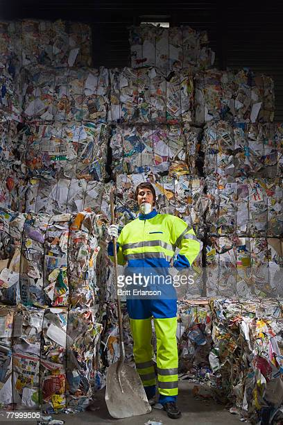 man standing in front of a wall of recycling. - gari - fotografias e filmes do acervo