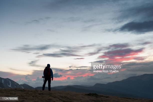 man standing on mountain against sky during sunset - andrea rizzi fotografías e imágenes de stock