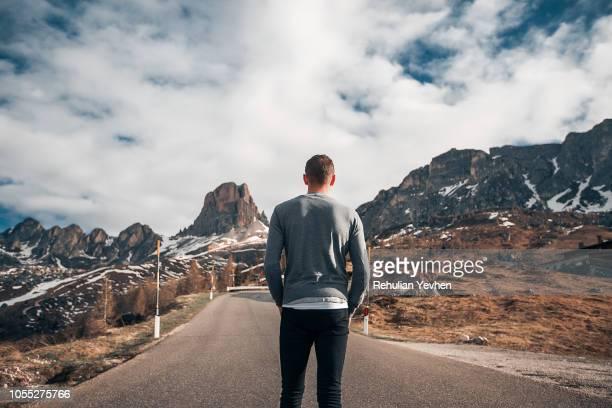 man standing on road, francenigo, veneto, italy - handen in de zakken stockfoto's en -beelden