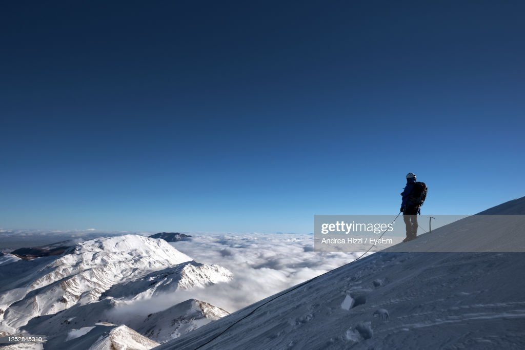 Man Standing On Snowcapped Cervino Mountain Against Clear Sky : Foto stock