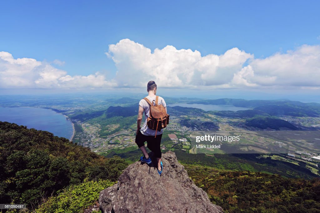 Man standing on top of Japanese mountain : ストックフォト