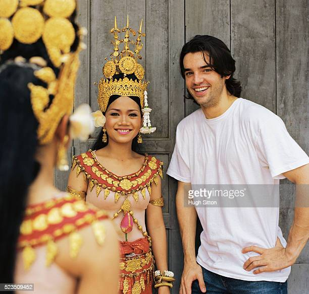 man standing with smiling traditional dancers - hugh sitton stock pictures, royalty-free photos & images