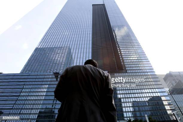 A man stands in front of the Samsung office on August 25 2017 in Seoul South Korea Prosecutors are seeking a 12year jail sentence Lee de facto chief...