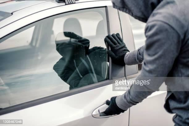 車を盗む男 - 侵入窃盗 ストックフォトと画像