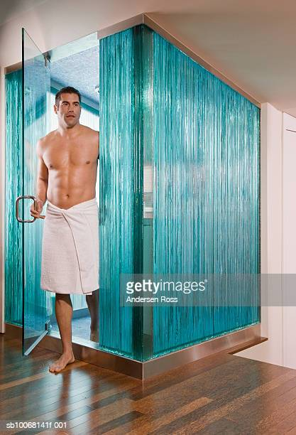 man stepping out of shower in towel - hombre ducha fotografías e imágenes de stock