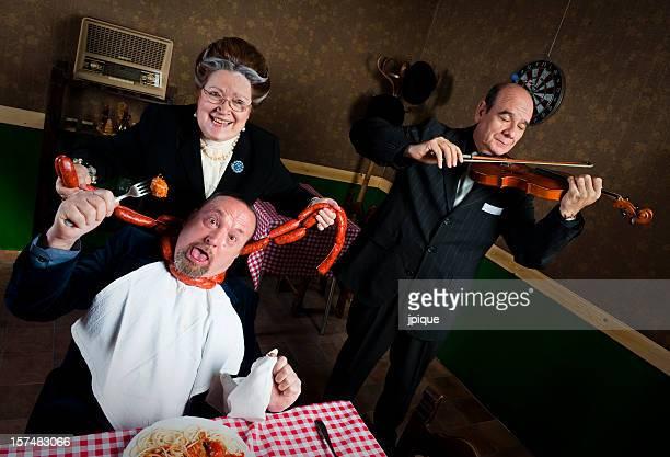 Mann mit seiner Frau strangled