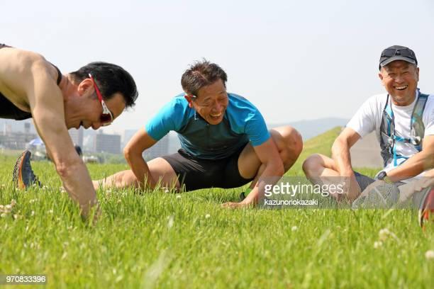 Man ストレッチの芝生