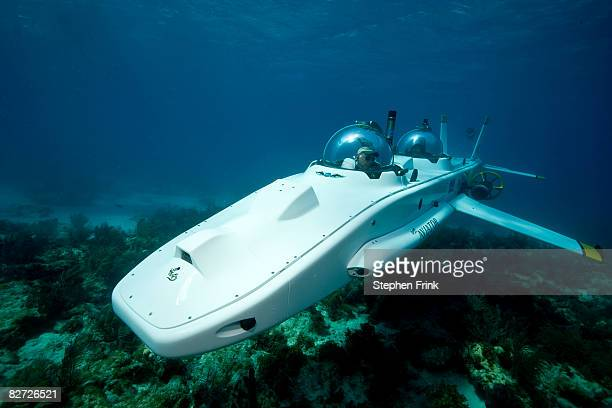 2 man submarine underwater - submarine stock pictures, royalty-free photos & images
