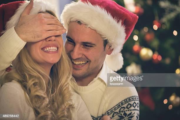 Mann überraschend Freundin für Weihnachten