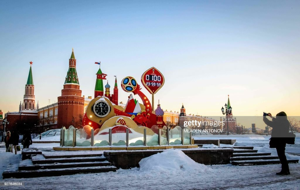 TOPSHOT-FBL-RUS-WC-2018-100 DAYS : News Photo