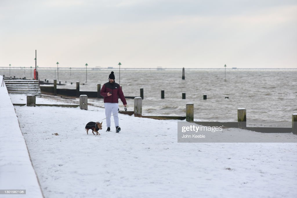 Big Freeze Brings Snow, Ice and Flooding To The UK : ニュース写真