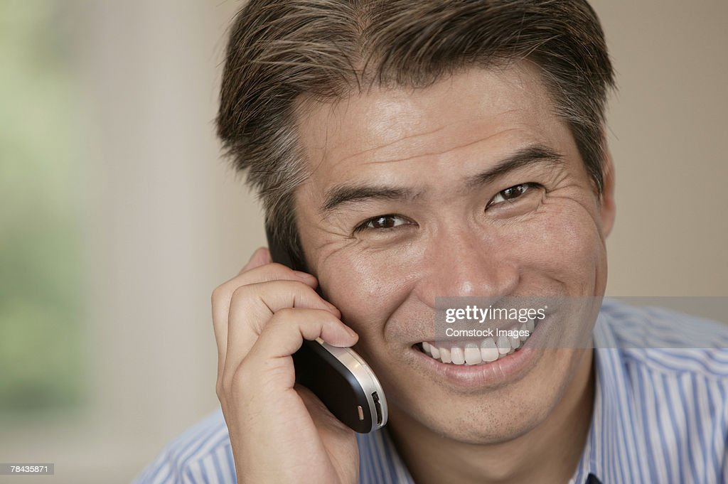 Man talking on cell phone : Stockfoto