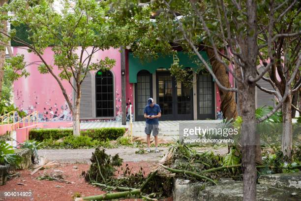 man texting - 2017 hurricane irma stock pictures, royalty-free photos & images