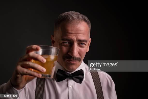 mann tobt mit getränk - umkehrer stock-fotos und bilder