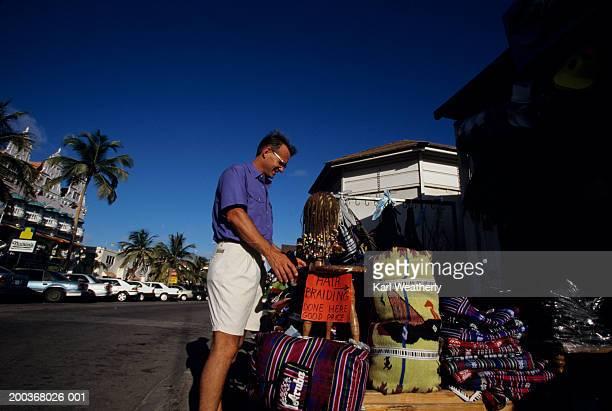man traditional stall in aruba, mexico - オランダ領リーワード諸島 ストックフォトと画像