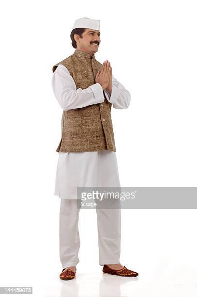 man traditionally dressed doing a traditional hand gesture - indischer politiker stock-fotos und bilder
