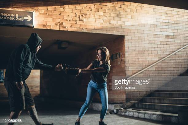 man tries to steal a purse - south_agency stock pictures, royalty-free photos & images