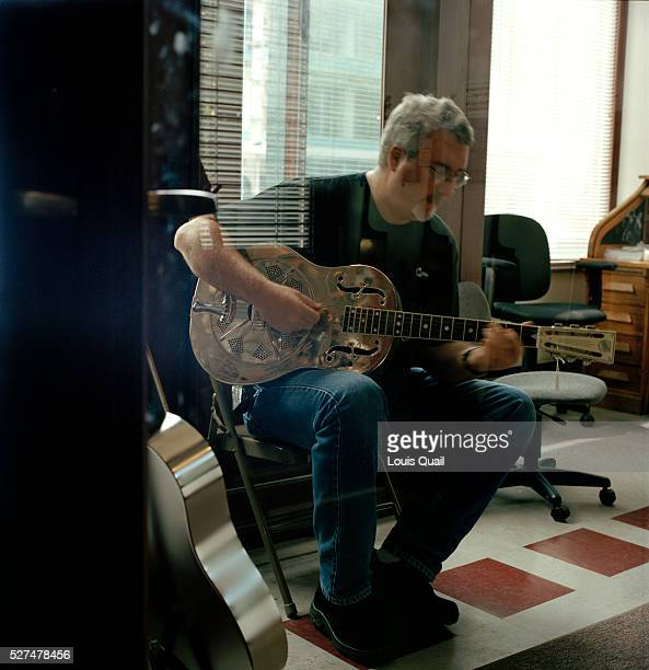 A man trys out a guitar at Gruhn With its 3000squarefoot showroom and massive inventory of vintage instruments it attracts both mortal and celebrity...
