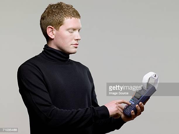 男性、カルキュレーター - タートルネック ストックフォトと画像