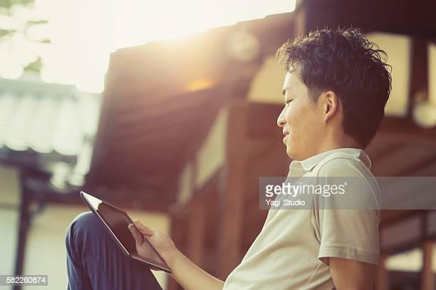 男性デジタルタブレット、日本の寺では、