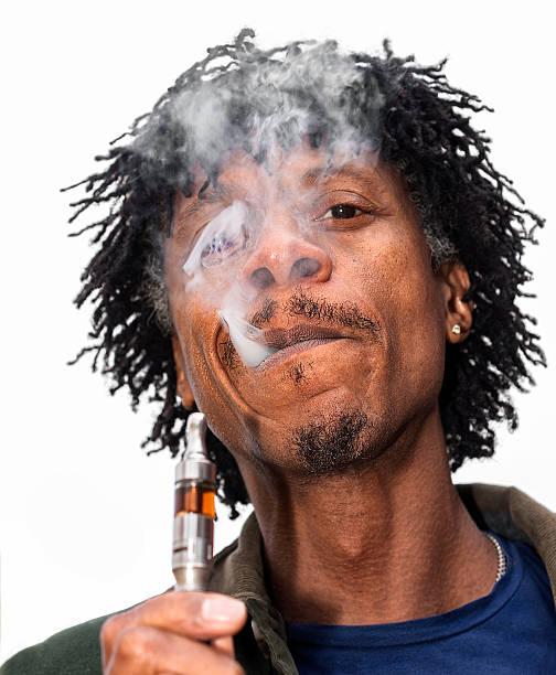 Man using a vapour cigarette
