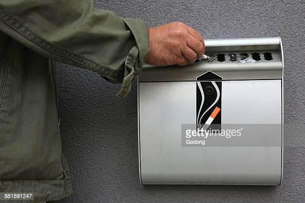 Man using an ash tray
