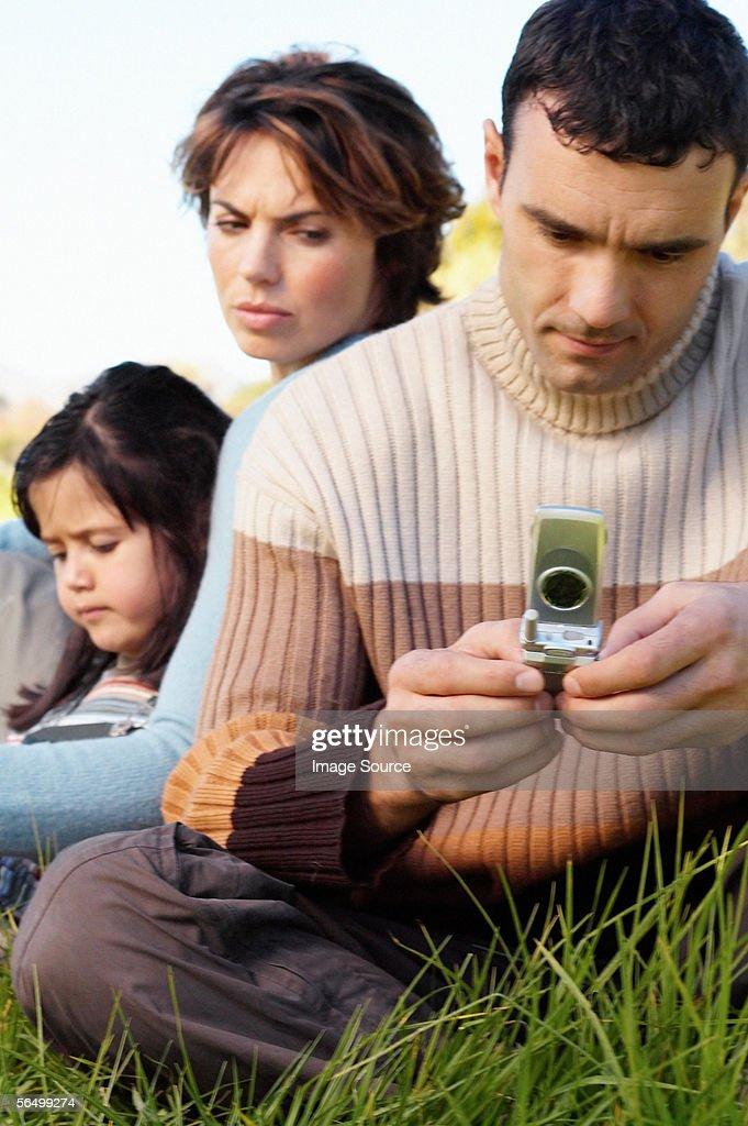 Man using mobile phone : Foto de stock