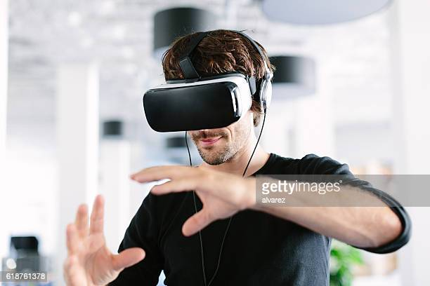 man using virtual reality simulator headset - innovation stock-fotos und bilder