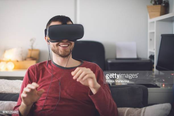 man using virtual reality simulator headset - solo 2018 film stock pictures, royalty-free photos & images