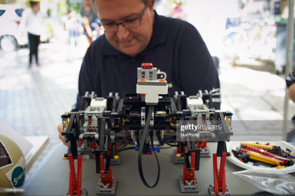 Robots Race In Toulouse, France : Photo d'actualité