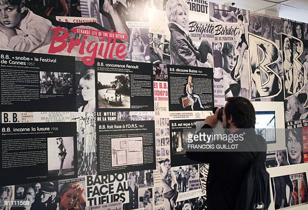 A man visits on September 24 2009 at the MA30 Espace Landowski museum in BoulogneBillancourt west of Paris an exhibition devoted to French star...