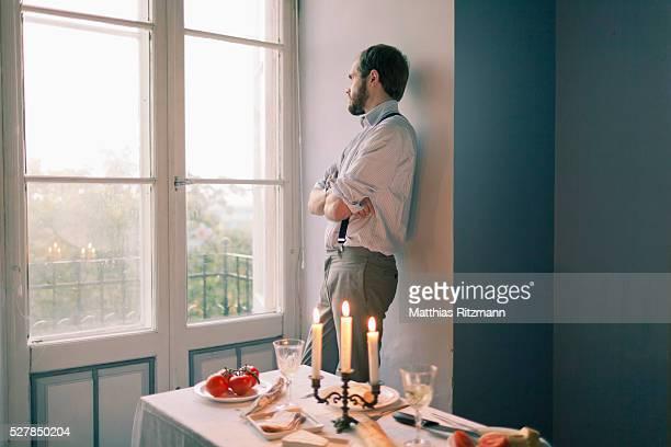 man waiting at dinner table - abwarten stock-fotos und bilder