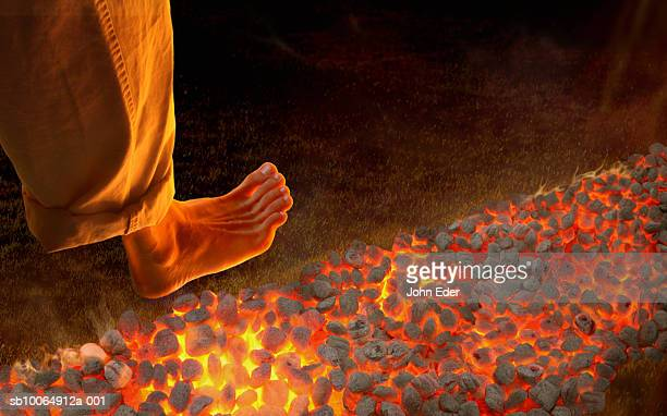 man walking barefoot on hot coals, high angle view, close-up of foot - faquir - fotografias e filmes do acervo