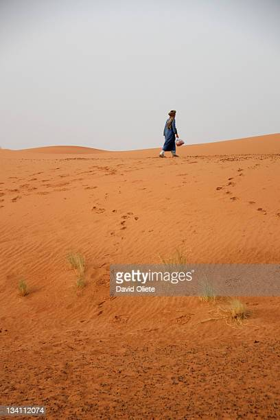 man walking in desert - david oliete stock-fotos und bilder