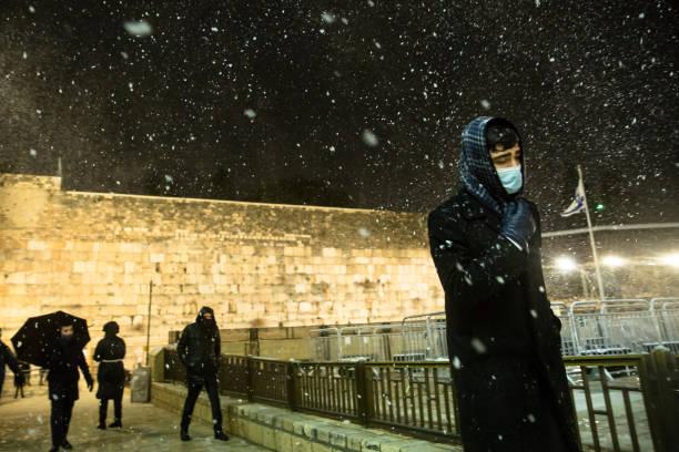 ISR: Winter Weather Brings Snow To Jerusalem