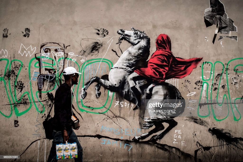TOPSHOT-FRANCE-STREET-ART-BANKSY : News Photo