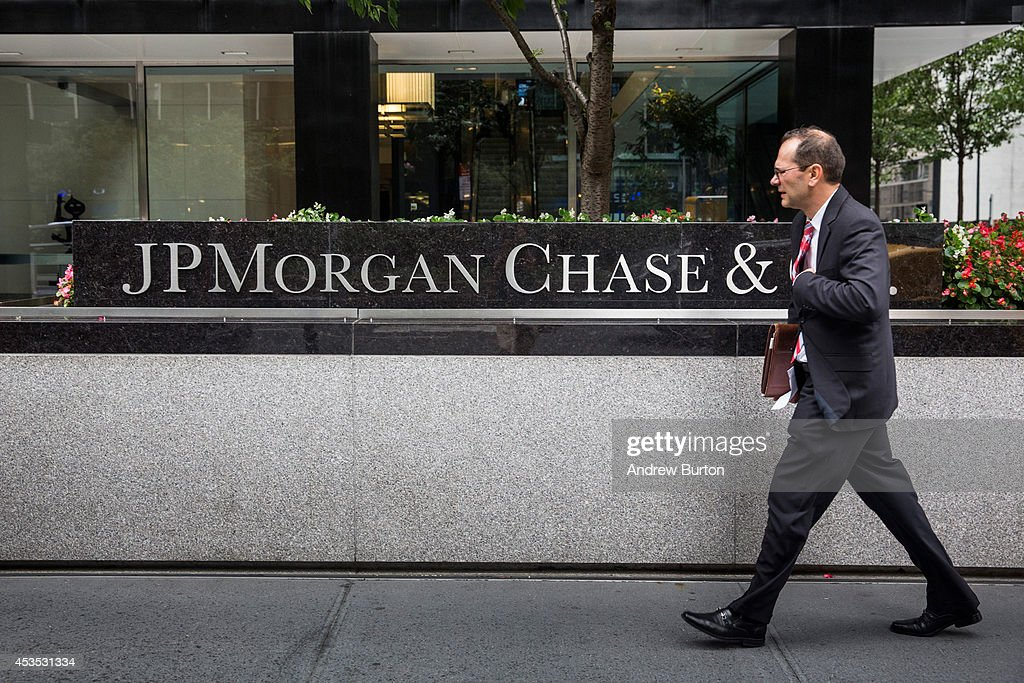 A man walks past JP Morgan Chase's corporate headquarters on August 12, 2014 in New York City. U.S. banks announced second quarter profits of more than $40 billion, showing strong signs of a recovering economy.