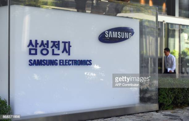 A man walks past the logo of Samsung Electronics at the company's Seocho building in Seoul on October 31 2017 South Korean tech giant Samsung...