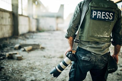 Man war journalist with camera 1183370267