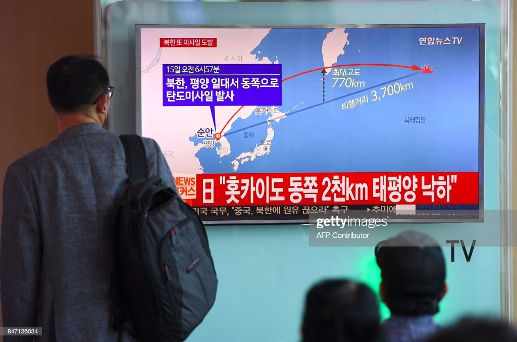TOPSHOT-SKOREA-NKOREA-JAPAN-MISSILE-MILITARY : News Photo