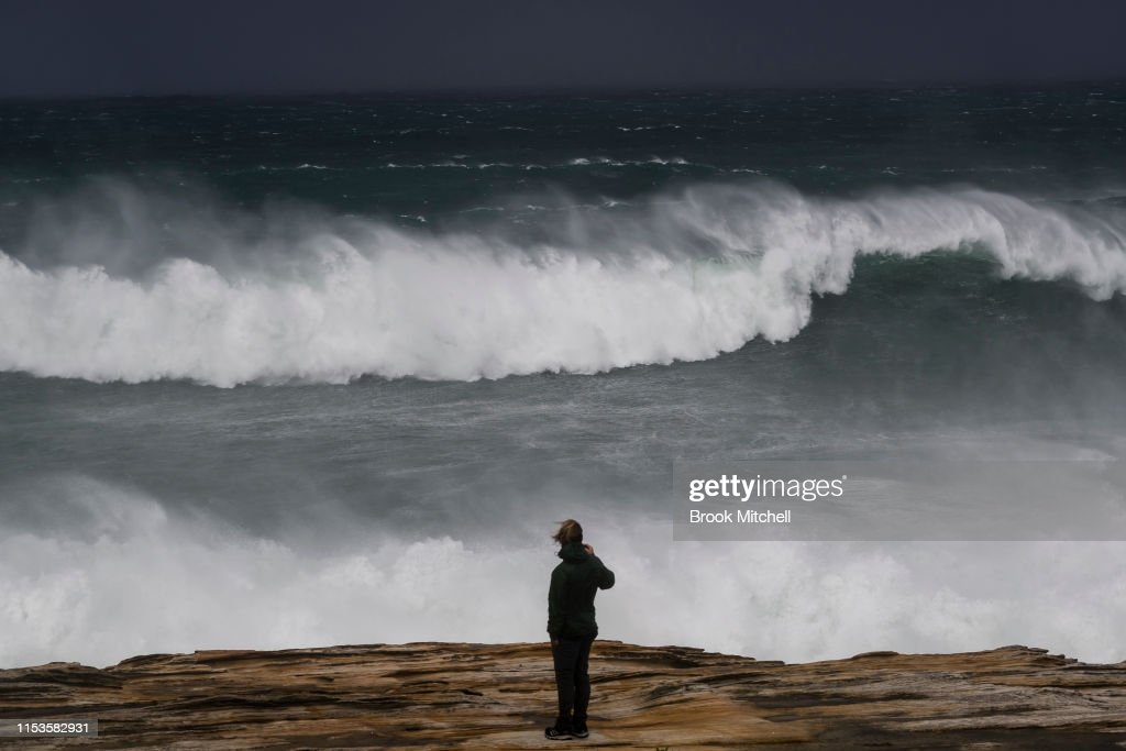 Large Swells Hit Sydney Beaches As Severe Weather Warning Is Issued For NSW Coast : Foto di attualità