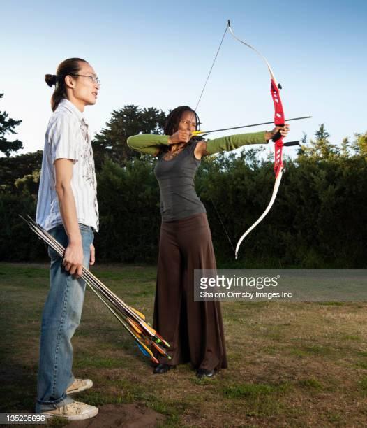 Man ながら archer 狙うの弓と矢