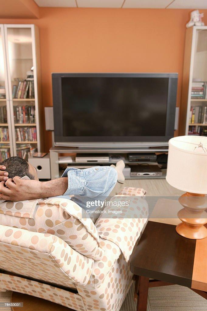 Man watching television : Stockfoto