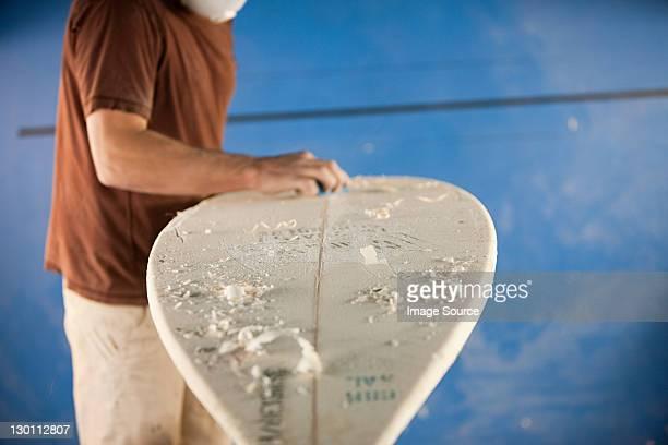 Mann wachsen Surfbrett