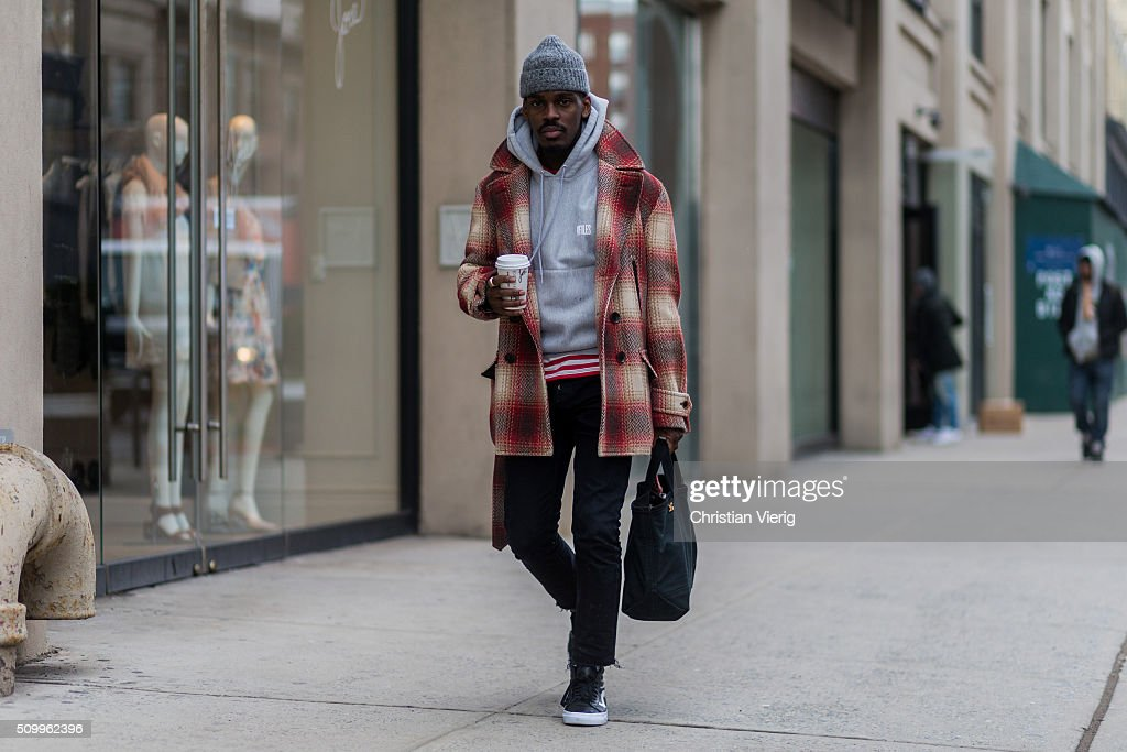 Street Style - Day 1 - New York Fashion Week: Women's Fall/Winter 2016 : Photo d'actualité